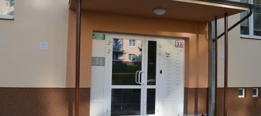Vchod bytového domu
